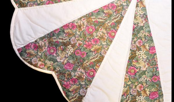 White Pink Green Dhalia Quilt