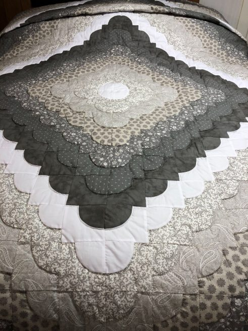 Amish quilts made in lancaster